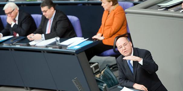 """Pour Gregor Gysi (Die Linke), Angela Merkel souffre """"d'amnésie historique"""""""