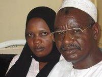 Adouma Hassaballah et une militante