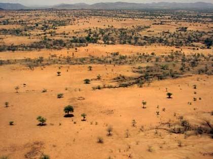 Le Darfour est situé à l'Ouest du Soudan. Divisé en trois Etats (Nord, Sud, Ouest) depuis 1989, il couvre une superficie aussi vaste que la France.