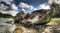 Un navire de pêche en feu au large des côtes britanniques et actus Monde