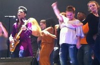 Actu People: Alyssa Milano danse très enceinte au concert de Prince