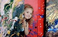 A 4 ans, elle est la plus jeune peintre du monde et autres news insolites