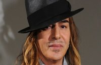 People: John Galliano plaide l'addiction et autres news