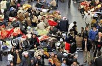 Violences puis aide humanitaire