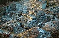 Fusillade, séisme et revendications