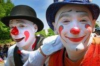 Des clowns pour le silence parisien