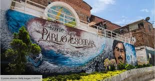 Le neveu de Pablo Escobar trouve 20 millions de dollars dans les murs d'une maison