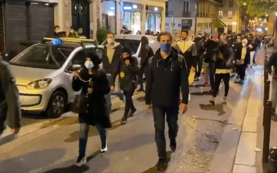France : une manifestation sauvage à Paris contre le couvre-feu