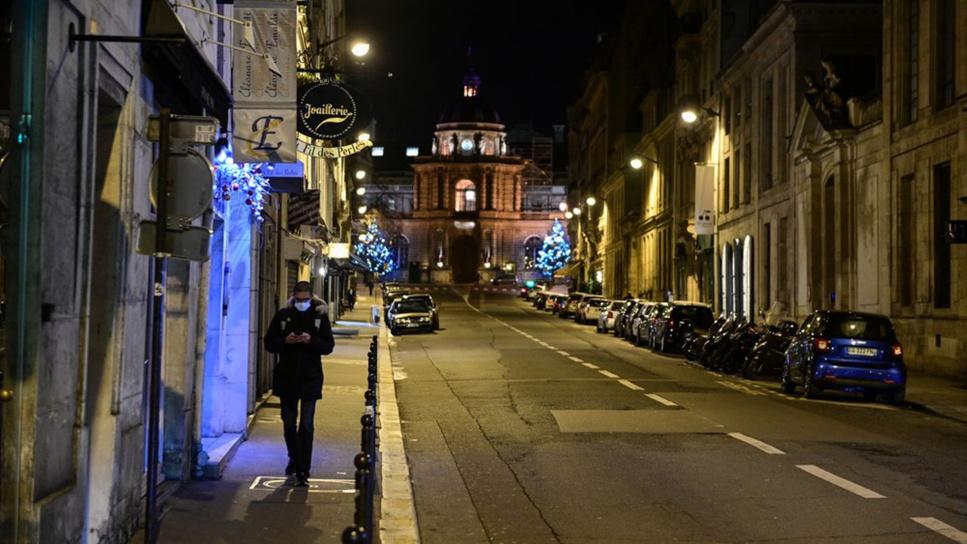 France: Un couvre-feu prévus à compter du 2 janvier 2020.