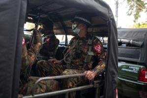 La police se déchaîne contre les cheminots en grève au Myanmar