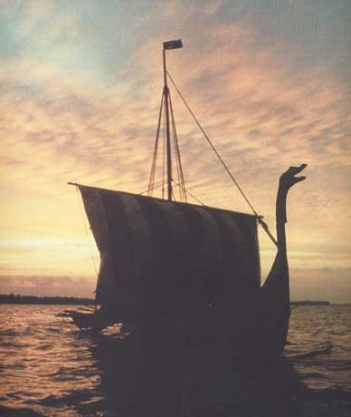 Un drakkar viking reconstitué au Danemark rallie Dublin