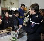 Déplacement anti-drogue de Fillon dans une ambiance houleuse