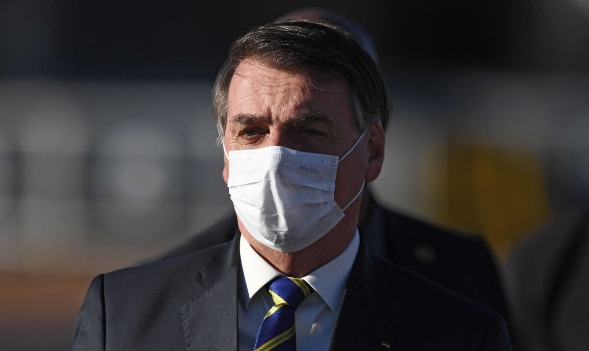 Un juge ordonne à Jair Bolsonaro de porter un masque facial en public