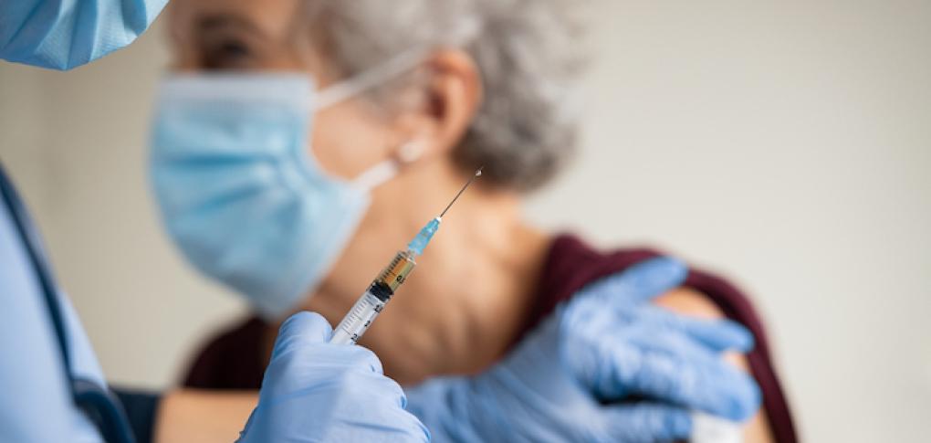 Coronavirus : première injection du vaccin au Royaume-Uni