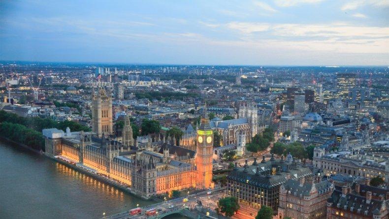 Johnson craint que la fermeture de l'Angleterre se poursuive pendant l'été