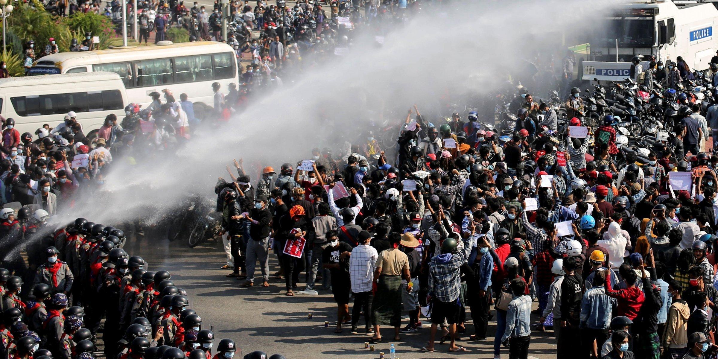 Les manifestants du Myanmar défient l'interdiction de rassemblement