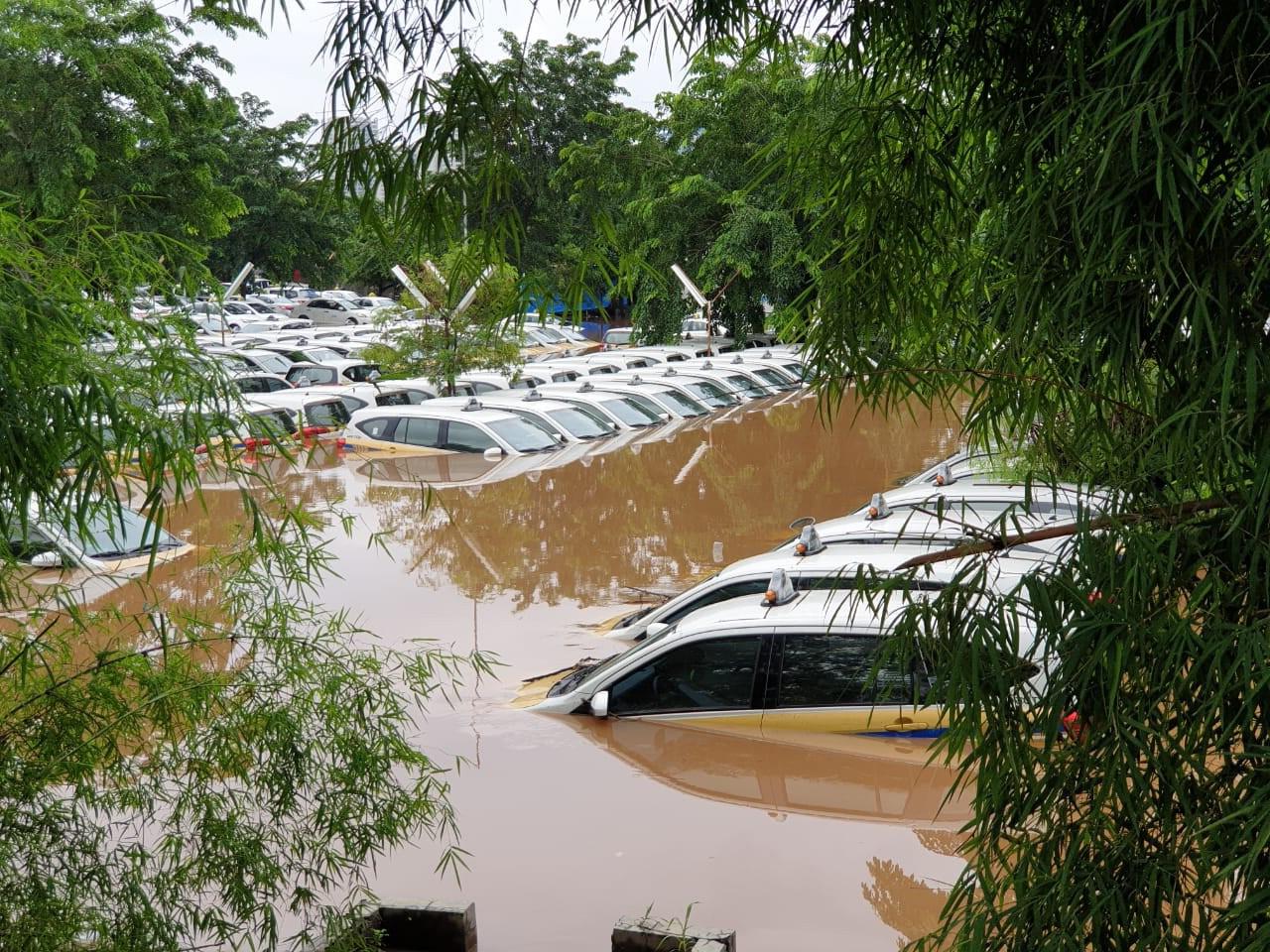 La capitale indonésienne touchée par les inondations plus de 1 000 personnes évacuées