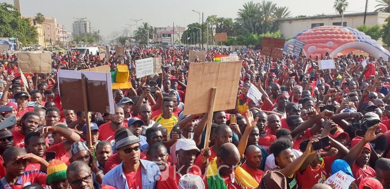 De violentes manifestations au Sénégal en soutient du leader de l'opposition tuent une personne