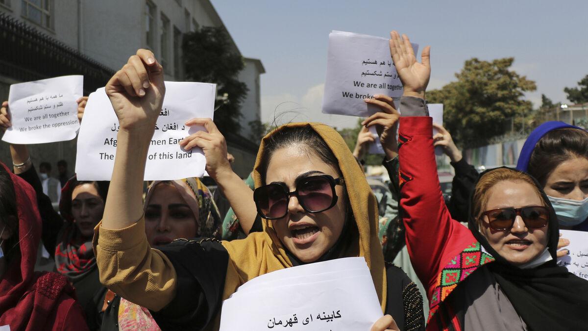 """Les talibans mettent fin à une manifestation pour les droits des femmes par des """"violences sanglantes et des gaz lacrymogènes"""""""