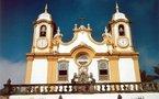 Monde: Enquête sur trois prêtres accusés de pédophilie et autres news
