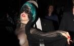 Mode: Gaga ne fait pas dans la dentelle