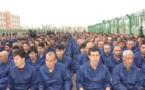 """Des étudiants violés par des gangs, enchaînés et brisés : Dans les """"horribles"""" camps de détention ouïgours de Chine"""