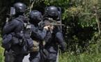 Une policière poignardée et un agresseur appréhendé en France