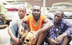 Des Nigérians exhument 10 cadavres et les décapitent pour un rituel