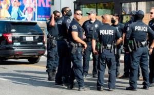 Etats-Unis : La police abat un homme en plein concert de Noël à New York.