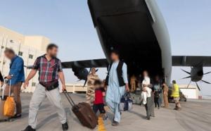 Deux explosions mortelles à l'aéroport de Kaboul « panique totale »