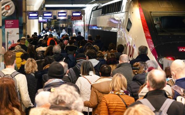 Le dernier confinement de Paris provoque une ruée vers l'extérieur de la capitale française