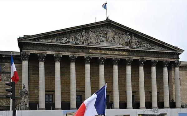 France: L'Assemblée nationale adopte le projet de loi sanitaire.