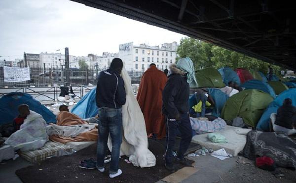 Paris : migrants et militants dans un lycée désaffecté