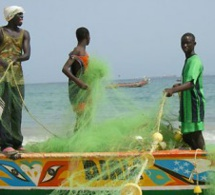 SENEGAL-GAMBIE-PECHE : UN PÊCHEUR SÉNÉGALAIS RETROUVÉ MORT, SES 4 COLLÈGUES ENCORE PORTÉS DISPARUS (MINISTRE)